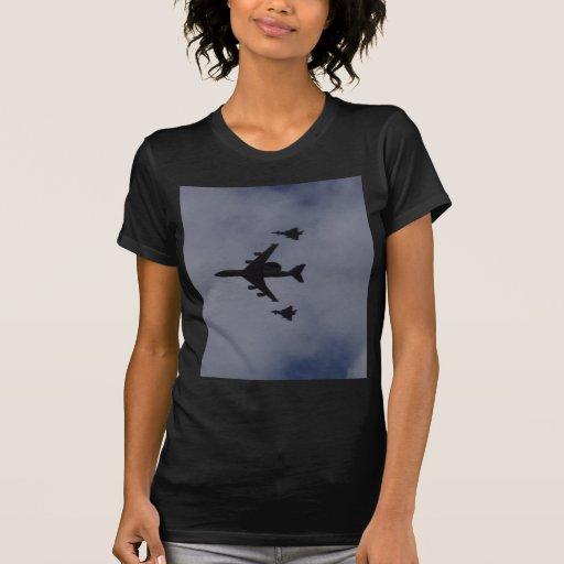 Centinela escoltado por tifones camisetas