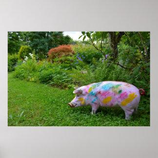cerdo multicolor de casa como figura de jardín en