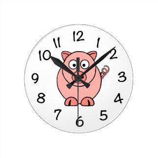 Cerdo rosado reloj redondo mediano