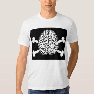 Cerebro con la camiseta de la bandera pirata