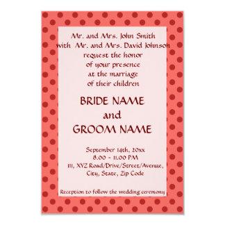 Ceremonia de boda - lunares rojos, fondo rosado invitaciones personales