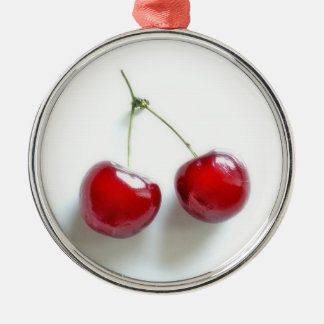Cerezas rojas adorno redondo plateado
