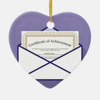 Certificado en vector del sobre adorno navideño de cerámica en forma de corazón