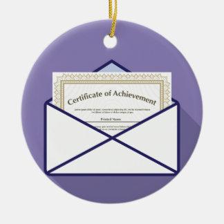 Certificado en vector del sobre adorno navideño redondo de cerámica