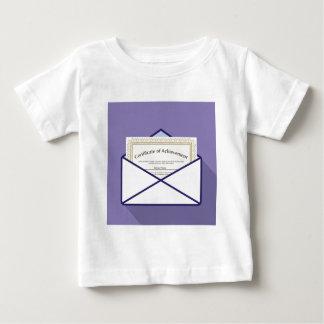 Certificado en vector del sobre camiseta de bebé