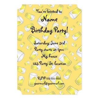 Cerveza amarilla invitacion personal