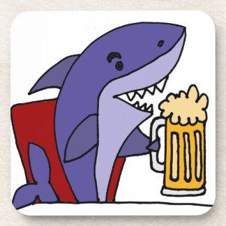 Cerveza de consumición del tiburón divertido posavasos