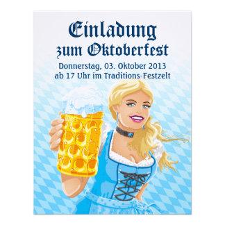 Cerveza Stein de la mujer del Dirndl de Oktoberfes Invitaciones Personalizada