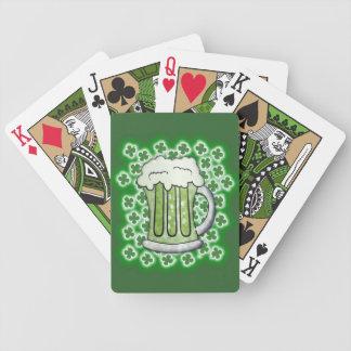 Cerveza verde afortunada baraja de cartas bicycle