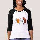 Cerveza y Bratwurst - comida amistosa divertida Camiseta