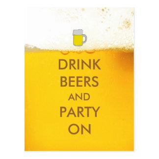 Cervezas y fiesta de la bebida encendido postal
