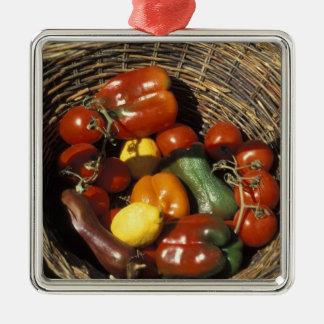 Cesta de frutas y verduras en el lugar adorno de reyes