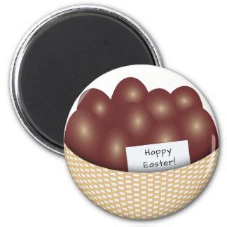 Cesta de Pascua con el imán de los huevos de