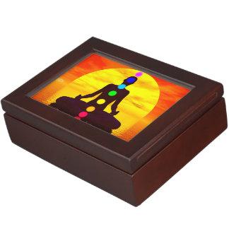 Chakras en la puesta del sol - 3D rinden Caja De Recuerdos