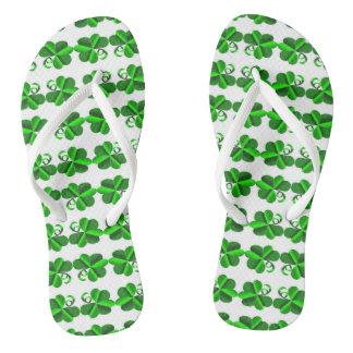 Chanclas Día de St Patrick. Trébol del trébol