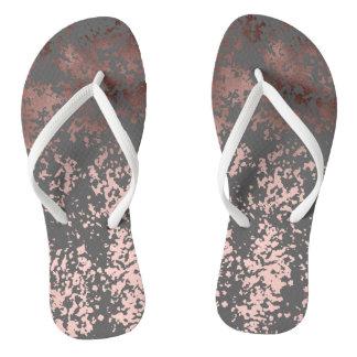 Chanclas falso oro color de rosa elegante y pinceladas