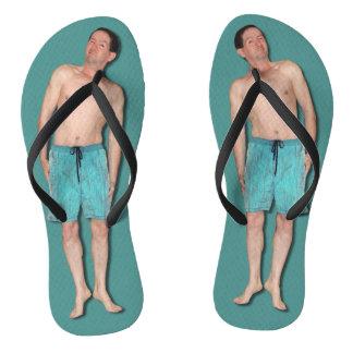 Chanclas Flips-flopes con el individuo minúsculo