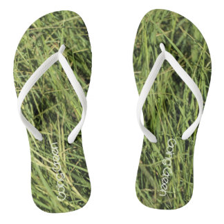 Chanclas Flips-flopes verdes de la hierba de la balanza de