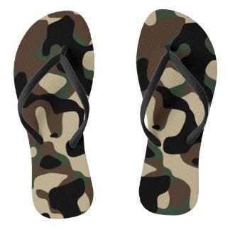Chanclas Moreno de Brown y flips-flopes verdes del modelo