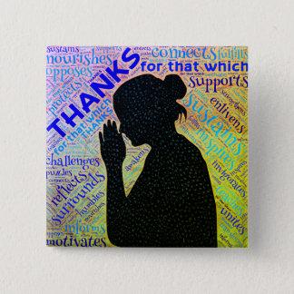 Chapa Cuadrada Mujer que da gracias en el Pin del rezo