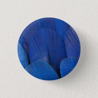 Chapa Redonda De 2,5 Cm Diseño azul de la pluma del Macaw del jacinto