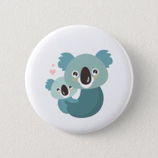 Chapa Redonda De 5 Cm Abrazo dulce de la madre y del bebé de la koala