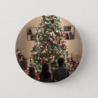 Chapa Redonda De 5 Cm Árbol de navidad hermoso con los niños