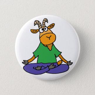 Chapa Redonda De 5 Cm Cabra divertida que hace yoga de la posición de