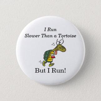 Chapa Redonda De 5 Cm ¡Corro más lento que una tortuga, pero corro!
