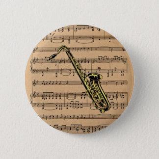 Chapa Redonda De 5 Cm ~ del saxofón con el fondo de la partitura