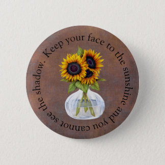 Chapa Redonda De 5 Cm El florero de girasoles guarda su cara a la sol