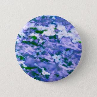 Chapa Redonda De 5 Cm Flor blanco del Dogwood en azul