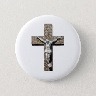 Chapa Redonda De 5 Cm Jesuschrist en una escultura cruzada
