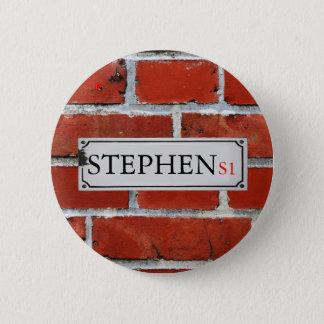 Chapa Redonda De 5 Cm La placa de calle en la pared de ladrillo