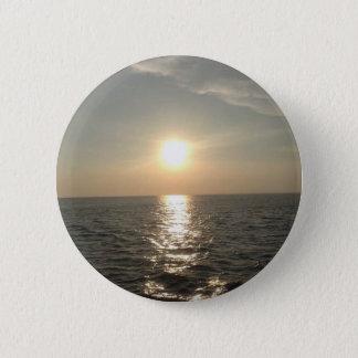 Chapa Redonda De 5 Cm La puesta del sol en la isla de Bantayan en las