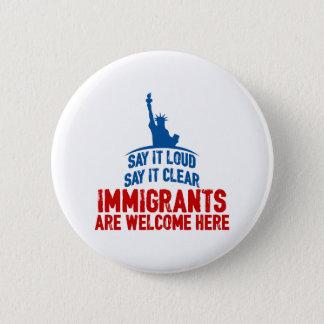 Chapa Redonda De 5 Cm Los inmigrantes dan la bienvenida alrededor del