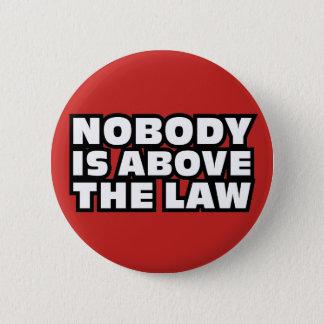 Chapa Redonda De 5 Cm Nadie está sobre la ley