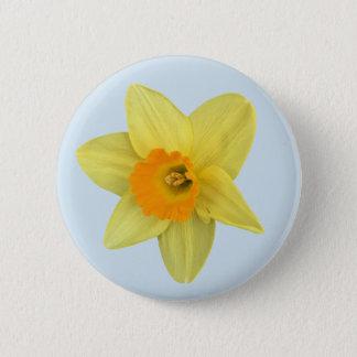 Chapa Redonda De 5 Cm Narciso amarillo de la primavera en azul claro