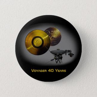 Chapa Redonda De 5 Cm Nave espacial del viajero y disco de oro en 40