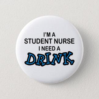 Chapa Redonda De 5 Cm Necesite una bebida - enfermera de estudiante