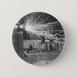 Chapa Redonda De 5 Cm Nikola Tesla en su laboratorio de Colorado