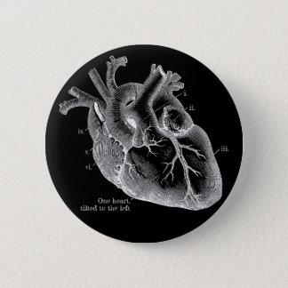 Chapa Redonda De 5 Cm Un corazón, inclinado a la izquierda