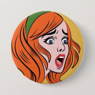 Chapa Redonda De 7 Cm Mujer cómica retra del estilo en un pánico