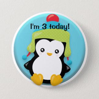 Chapa Redonda De 7 Cm Pingüino lindo en verde y Red Hat en cumpleaños