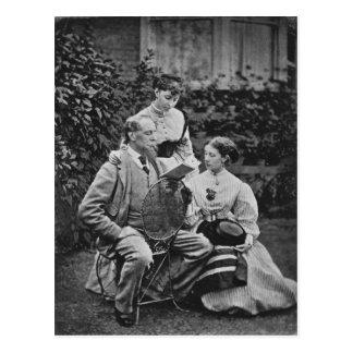 Charles Dickens con dos de sus hijas Postal