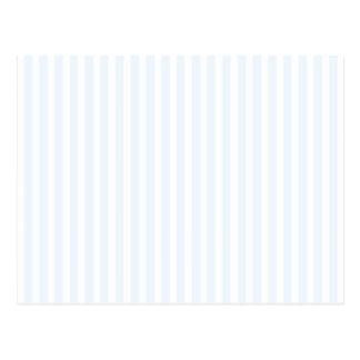 Charlotte azul y rayas blancas azul claro postal
