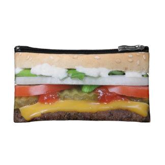 cheeseburger delicioso con la fotografía de las estuche de maquillaje