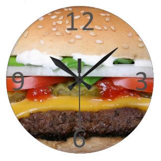 cheeseburger delicioso con la fotografía de las reloj redondo grande