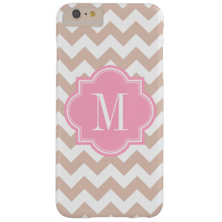 Chevron beige con el monograma rosado funda de iPhone 6 plus barely there