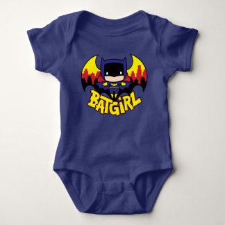 Chibi Batgirl con el horizonte y el logotipo de Body Para Bebé